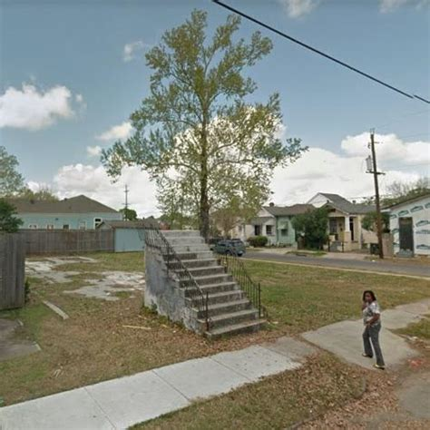 Stairs to Nowhere in New Orleans, LA (Google Maps)