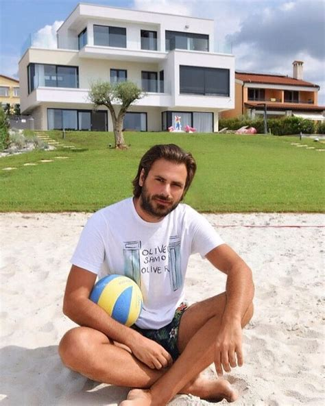 One half of 2Cellos shows off stunning new villa - The